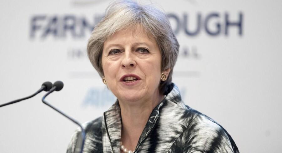 Storbritanniens premierminister truede med at udskrive valg for at få sit parti til at støtte brexit-planer.