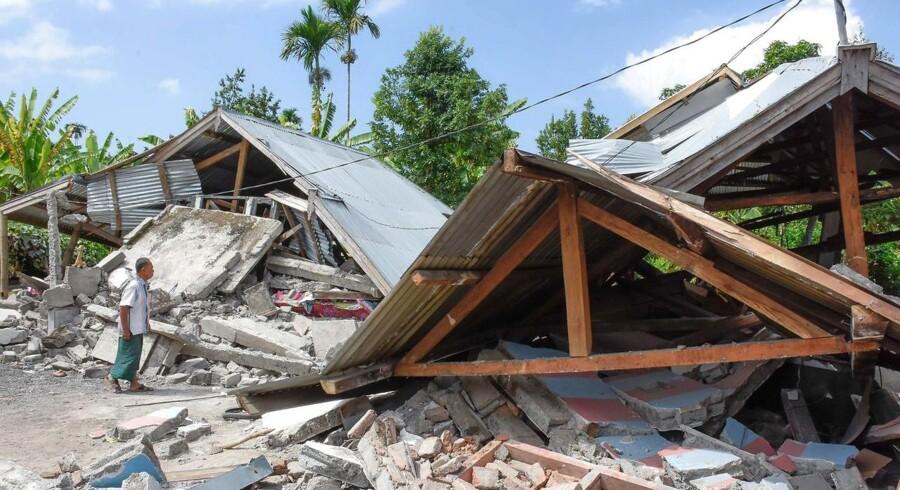 Et kraftigt jordskælv ramte søndag morgen klokken syv lokal tid den indonesiske ferieø Lombok.