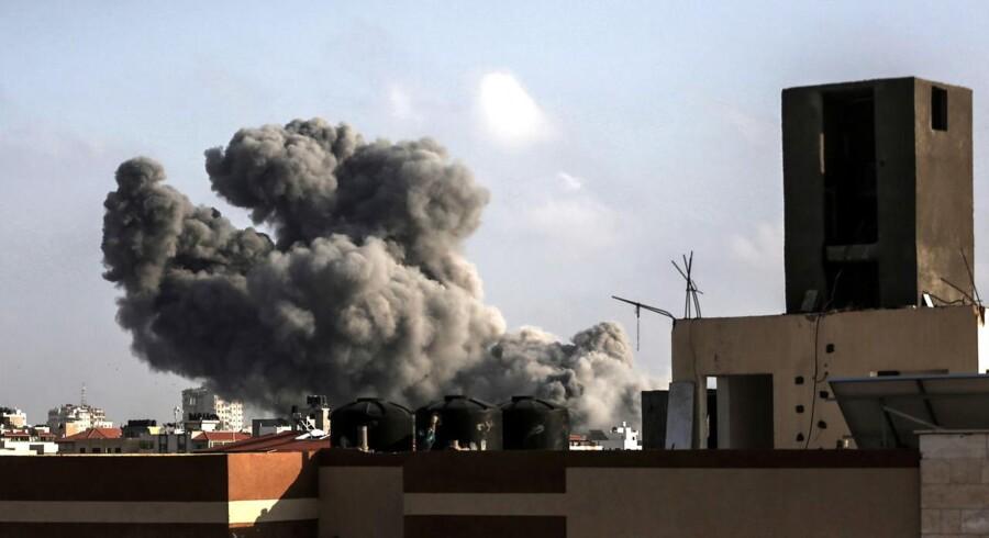 Israel har gennemført de hårdeste luftangreb i dagslys mod mål i Gazastriben i fire år, siger Israels militær.