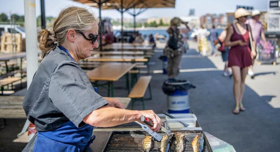 Gro Georg Jensen ejer madboden Grillfisken på det nyåbnede madmarked Reffen på Refshaleøen. Indtil april havde hun en madbod i WestMarket på Vesterbro, men efter grundige overvejelser besluttede hun sig for at lukke den.