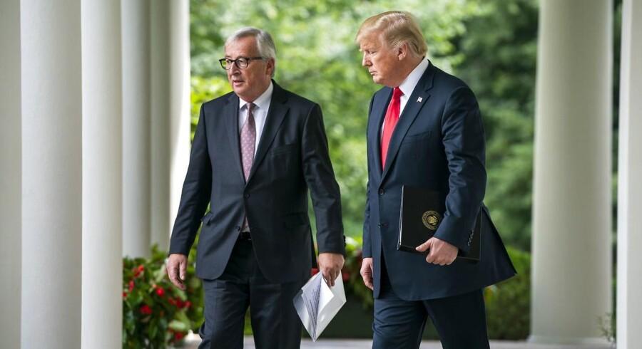 Jean-Claude Juncker, formand for Europa Kommissionen (tv.), lovede i et møde med USAs præsident, Donald Trump, større europæisk import af flydende naturgas og sojabønner.