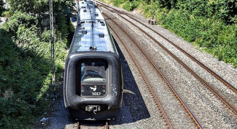I det sydøstlige Sverige har man aflyst tog på grund af varme skinner, der udgør en sikkerhedsrisiko.