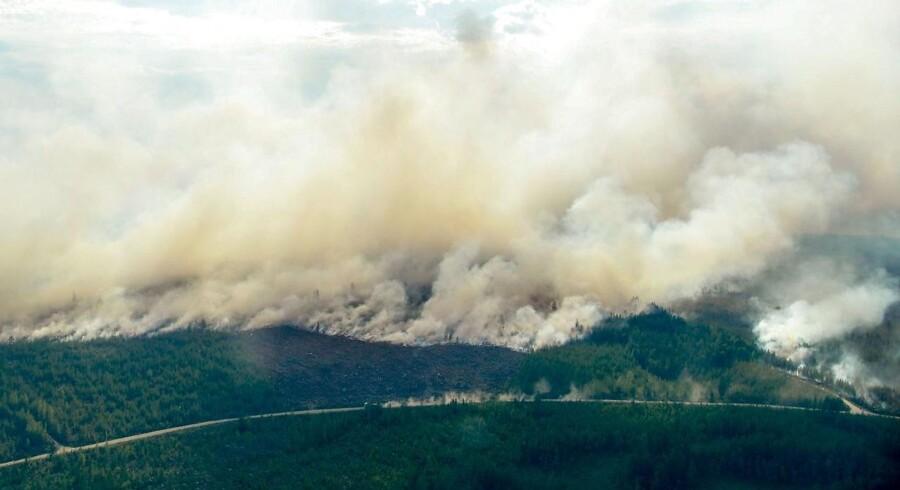 Mandag eftermiddag lyder status, at der er 22 større brande rundt om i Sverige.