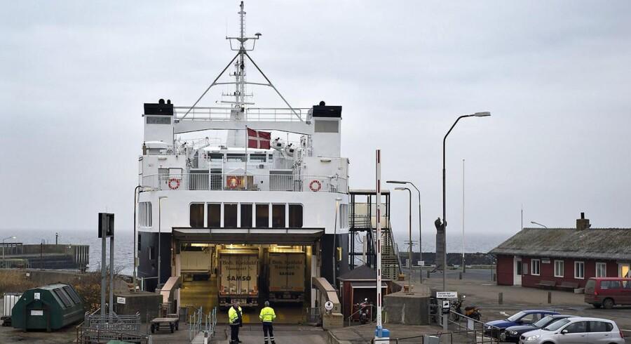 Uheldsramt hurtigfærge mellem Samsø og Aarhus aflyser al sejlads en uge frem på grund af en defekt motor.
