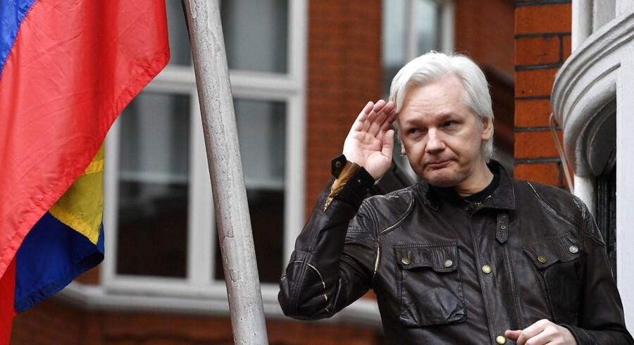 Julian Assange har opholdt sig på Ecuadors ambassade i London siden 2012. Nu er han angiveligt tæt på at blive smidt på porten.