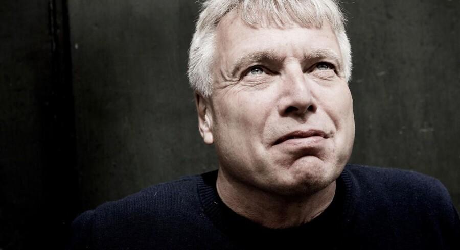 SF og Enhedslisten kritiserer Uffe Elbæk for en hård kritik af venstrefløjen i et debatindlæg i Information.