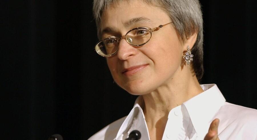 Den Europæiske Menneskerettighedsdomstol fordømmer ifølge AFP Rusland for mangelfuld efterforskning af drabet på journalisten Anna Politkovskaja, hvis artikler skabte vrede hos de russiske myndigheder, fordi hun vedholdende skrev om menneskerettighedskrænkelser i Tjetjenien.