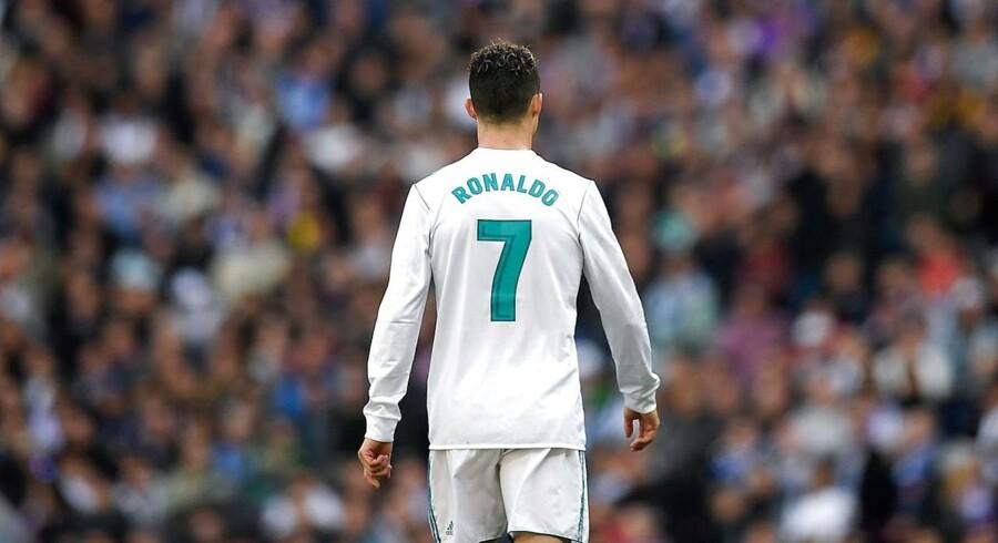 Ronaldo skifter til Juventus i en alder af 33 år.