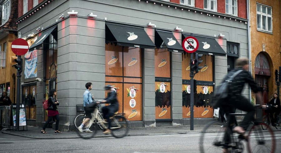 En slovakisk mand er fredag for retten tiltalt for at have slået justitsminister Søren Pape Poulsens (K) forlovede uden for LA Bar i København natten til 17. maj