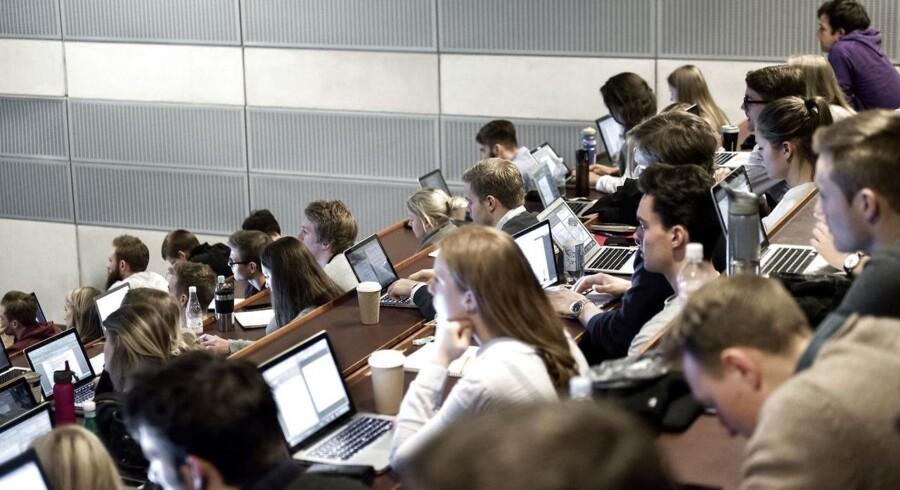 Torsdag er frist for at søge ind på en videregående uddannelse via kvote 1. Arbejdsgivere følger nøje med.