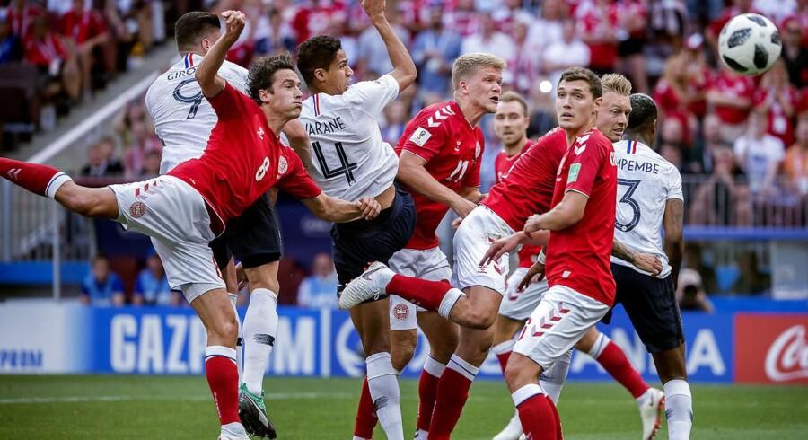 Det er langtfra kun det danske landsholds præstation på banen, der er kommet under kærlig behandling i den internationale presse. Også den danske landstræner, Åge Hareide, får et par ord med på vejen.