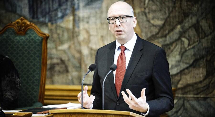 Kulturministeriet skal vælge besparelser politisk - ikke med grønthøster, mener DF's ordfører Alex Ahrendtsen.