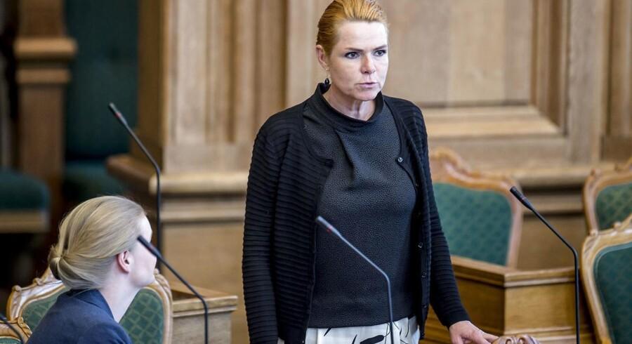 Udlændinge- og integrationsminister Inger Støjberg (V) er tilfreds med, at mere end hver anden består prøven.