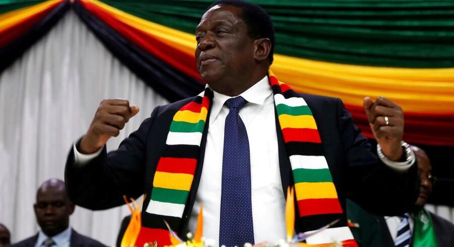 »Præsident Mnangagwa er ikke såret, og han befinder sig nu i Bulawayo State House. Efterforskere er på vej, og der kommer flere detaljer«, siger talsmand George Charamba til The Herald.