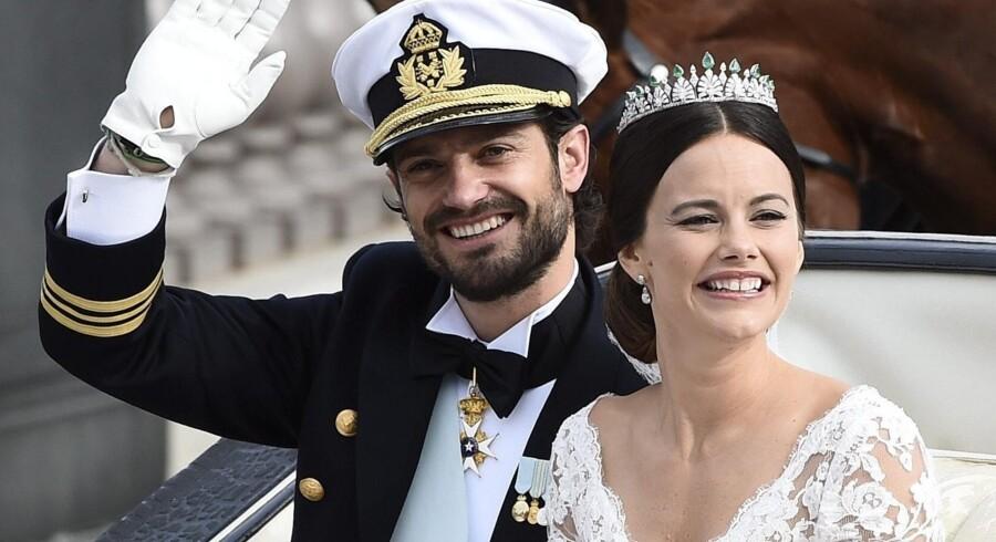 Prins Carl Philip og prinsesse Sofia blev fejret af dronning Margrethe, kronprinsparret samt prins Joachim og prinsesse Marie, da de giftede sig i sommeren 2013. Mikael Fritzon/Ritzau Scanpix