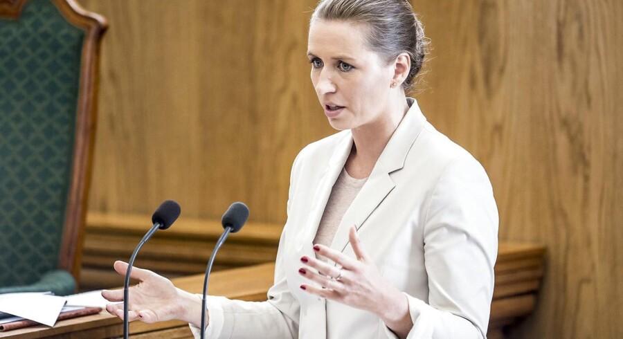 Socialdemokratiets formand anklager statsministeren for løftebrud om indeksering af børnepenge.
