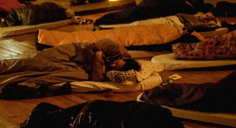 30 fremmede mennesker sover sammen under »The Night« – en 14-timers teaterforestilling, der skal give os mere respekt for drømmene