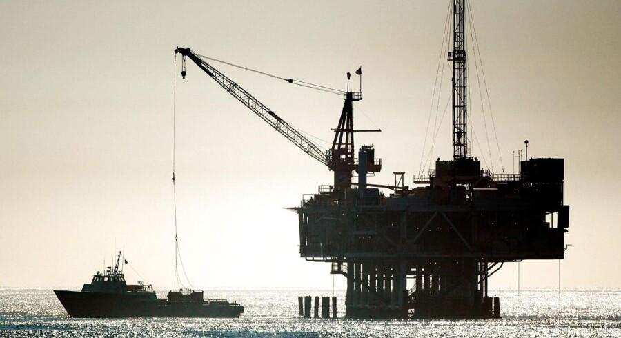 Arkivfoto af en olieboreplatform i Stillehavet.