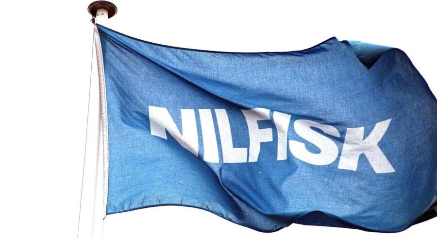 Nilfisk bankes helt til bunds på børsen tirsdag efter at have præsenteret en regnskabsskuffelse. Aktien dropper med 9,7 pct. til 298 kr.