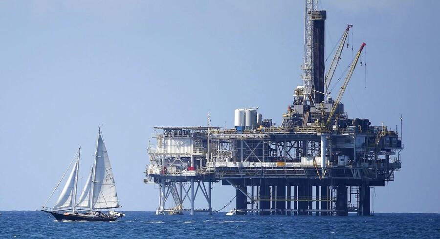 Oliepriserne steg igen tirsdag, efter at en Opec-rapport bekræfter, at Saudi-Arabien har reduceret sin olieproduktion. Det har olieeksportøren valgt for at forhindre en mulig overforsyning.