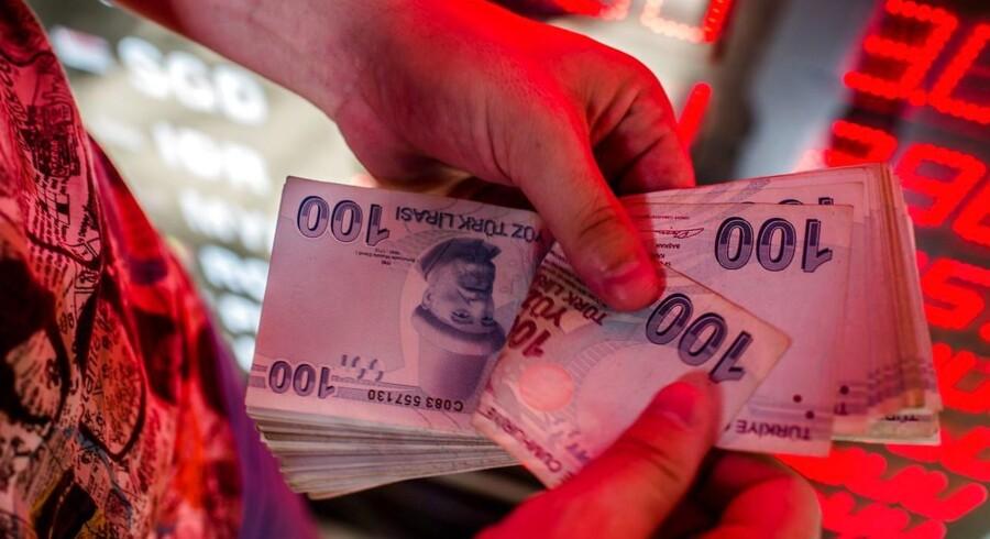 Obligationsmarkedet er der hvor investorerne søger ly for den uro, den tyrkiske liras nedtur skaber.