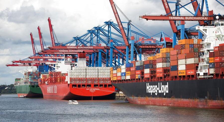 Det tyske containerrederi Hapag-Lloyd, der er blandt Mærsks største konkurrenter, fik underskud i andet kvartal som følge af svage fragtrater. Aktien falder 0,9 pct. på børsen efter regnskabet.