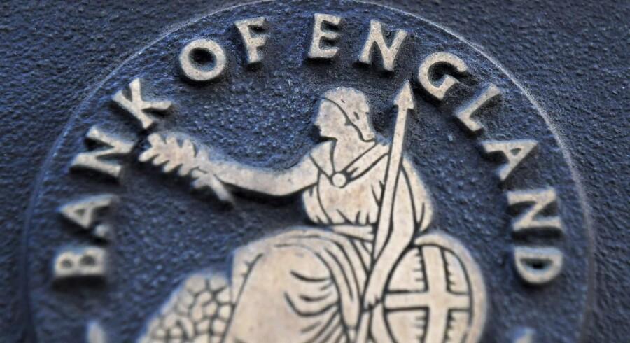 Kun en ud af 100 banker og realkreditforeninger i Storbritannien har sendt sidste uges renteforhøjelse videre til indskyderne, hvilket forårsager vrede hos flere parlamentsmedlemmer.
