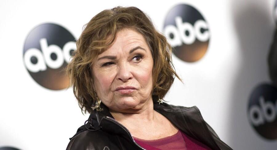 Roseanne Barr siger undskyld for at have sammenlignet eks-præsident Barack Obamas tidligere rådgiver, Valerie Jarrett, med en abe.