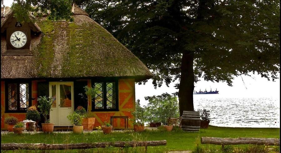 Hus med have og havudsigt i Klampenborg.