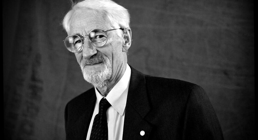 Fotograferet den 4. januar 1998. Biomedicineren Jens Christian Skou er død i en alder af 99 år, oplyser Aarhus Universitet. Han er den seneste dansker, der har modtaget Nobelprisen. Det skriver Ritzau, tirsdag den 29. maj 2018.. (Foto: PETER ELMHOLT/Ritzau Scanpix)