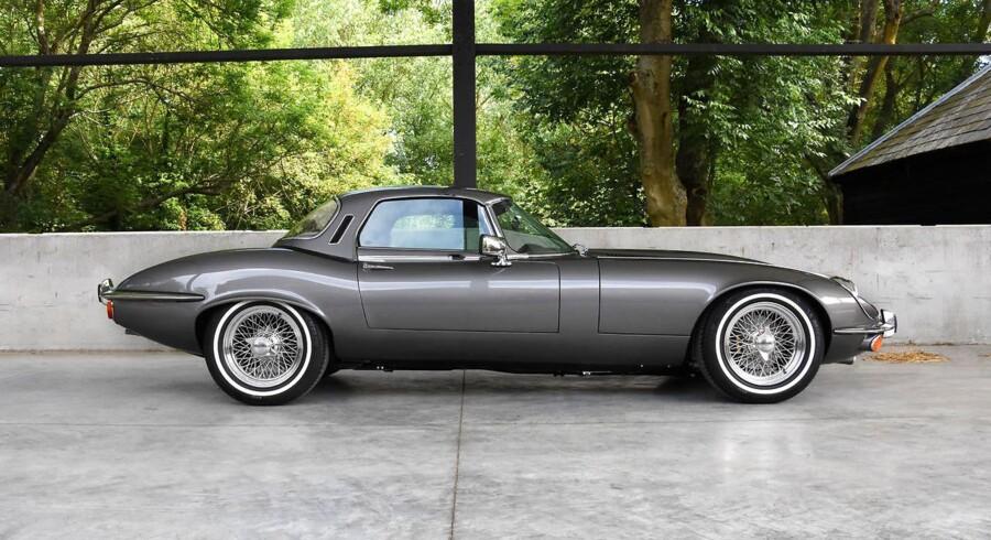 Bortset fra de større gælge med bredere hjul, er det visuelt ikke til at se, at den klassiske Jaguar har fået moderne teknik.