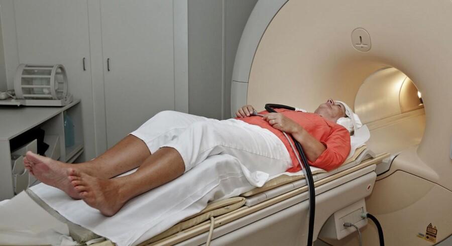 En MR-scanning kan vise, hvornår blodproppen er opstået hos sovende patienter. Dermed vil langt flere kunne få den effektive trombolyse-behandling, viser studie. Men det koster.