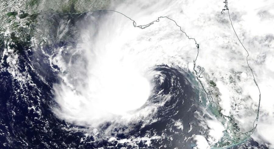Den tropiske storm Alberto tog søndag til i styrke og bevægede sig nord på i Den Mexicanske Golf.
