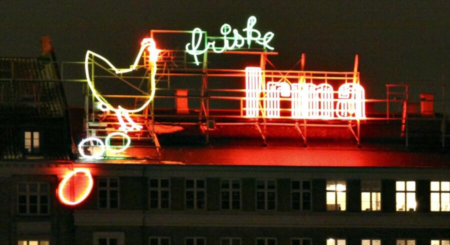 Irma-hønen, der er bøjet i neon, har - bortset fra pausen på ni måneder - lyst op på Sortedam Dossering i København siden 1936. Brian Bergmann/arkiv/Ritzau Scanpix
