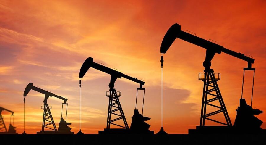 Priserne på den europæiske referenceolie, Brent, og den amerikanske WTI-olie forholder sig begge stabile tirsdag morgen. Prisen på guld er ligeledes stabil, mens prisen på kobber falder. Shutterstock/Scanpix