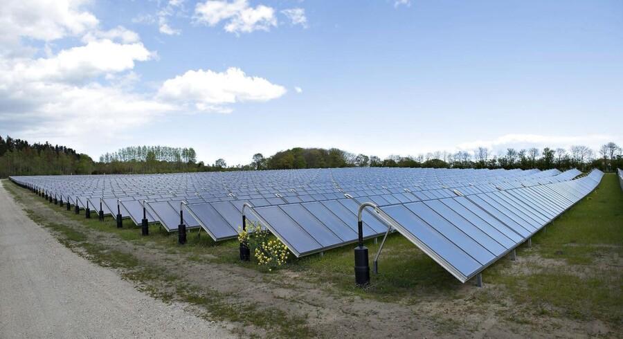 Energiministeriet bryder aftale, mener solcelleejernes forening, Denfo, som stævner ministeriet for løftebrud.