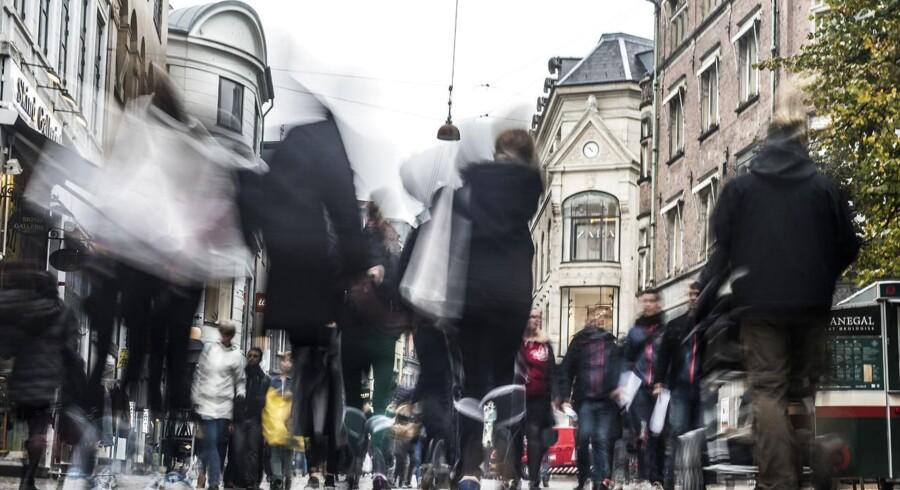 Et beskedent fald i renten har præget handlen med danske obligationer onsdag formiddag.