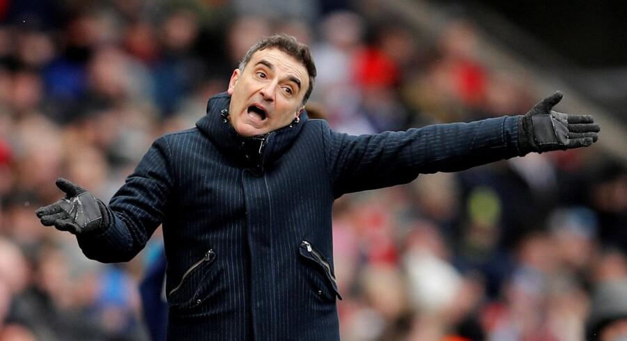 Portugiseren Carlos Carvalhal vil ikke længere være at finde som manager for Swansea City. Klubben rykkede i denne sæson ned fra Premier League, og nu siger klubben farvel til manageren. Reuters/Darren Staples/arkiv