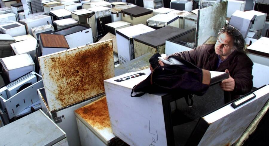 Køleskabe fra før 1995 indeholdt freon som kølemiddel. Det har den kedelige egenskab, at det æder ozonlaget, der beskytter Jorden mod farlig stråling fra Solen. Reuters/Ian Waldie/arkiv
