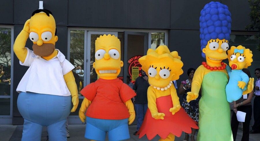 Figurerne fra The Simpsons byder gæster velkommen foran Fox Studios i Los Angeles, Californien.