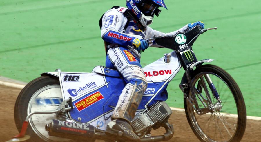 Nicki Pedersen styrtede for nylig og brækkede en håndrodsknogle. Lørdag slog han så hånden igen i Warszawa. Scanpix/Sportxpress
