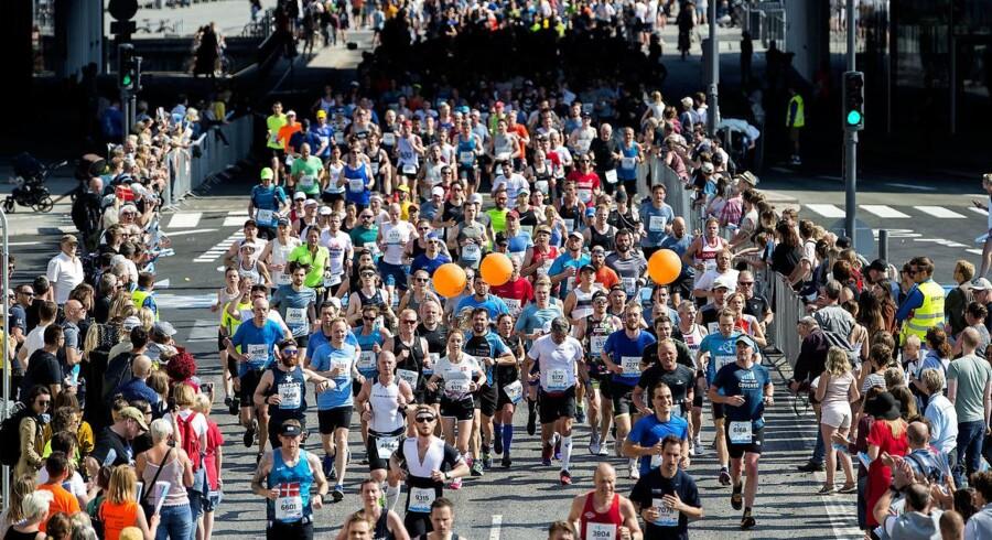 Christians Brygge ved Langebero. Copenhagen Marathon 2018 løbes i de københavnske gader. Der er start og mål på Islands Brygge.De små 9000 deltagere skal tilbagelægge lidt mere end 42, 195 km Søndag den 13. maj 2018.. (Foto: Nils Meilvang/Ritzau Scanpix)