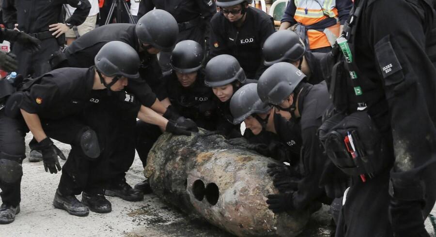 En bombe på 450 kilogram er desarmeret i Hongkong under en operation, der varede 20 timer. (Foto: Kin Cheung/Ritzau Scanpix)