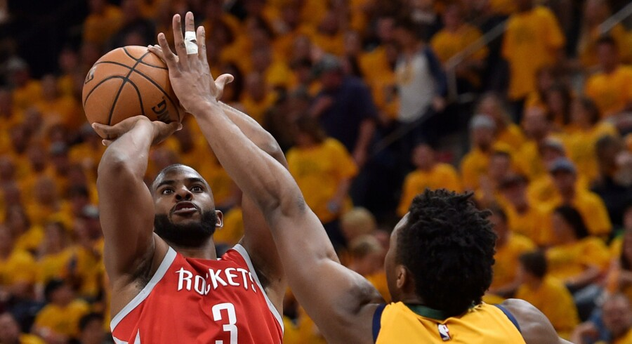 Chris Paul (i rød trøje) scorede 41 point i sejren over Utah Jazz. Scanpix/Gene Sweeney Jr.