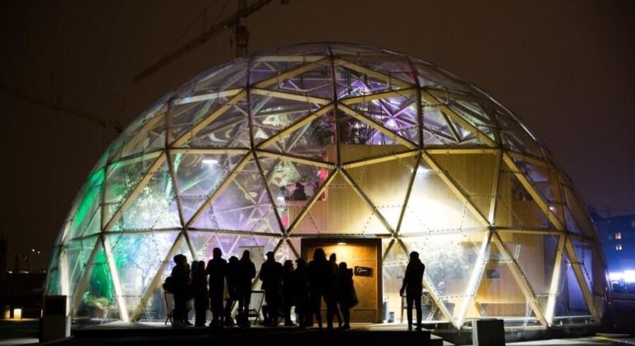 Martin Manthorpe, strategidirektør i NCC, tog deltagerne med en tur i Dome of Vision i Århus ved hjælp af augmented reality.