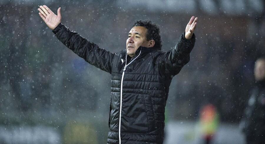 Randers FC opsiger samarbejdet med træner Ricardo Moniz. Samtidig opsiger Michael Gravgaard sin stilling som sportslig og kommerciel direktør, meddeler klubben.