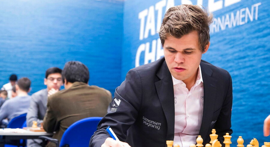 epa05719247 Norwegian chess player Magnus Carlsen attends the 79th edition of the Tata Steel Chess Tournament in the Moriaan sports hall in Wijk aan Zee, Netherlands, 15 January 2017. The tournament will take place from 13 to 29 January. EPA/KOEN SUYK