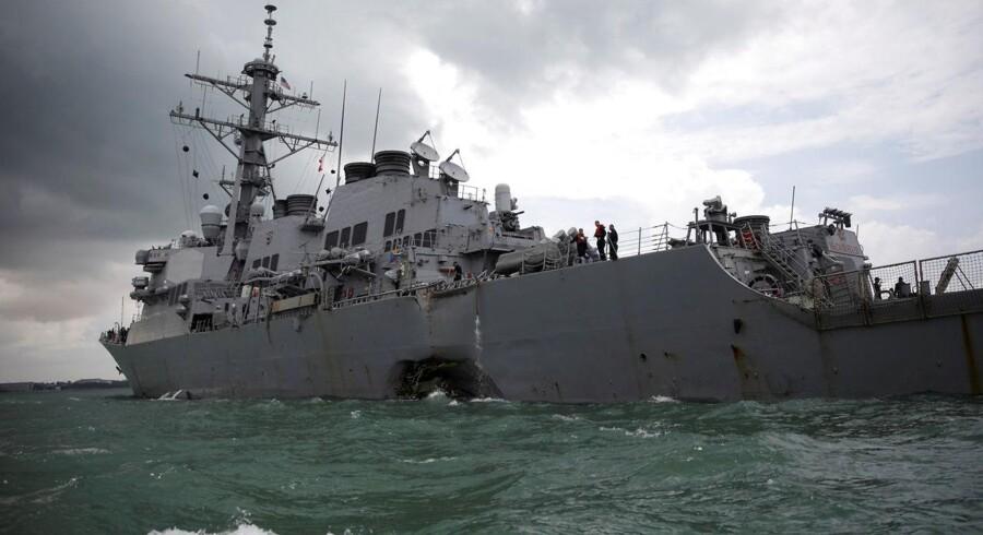To amerikanske flådeofficerer står til at skulle for en militærdomstol efter dødelige kollisioner, der kostede 17 personer livet. Arkivfoto af USS John McCain.