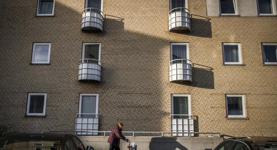 Statsministeren sagde i sin nytårstale, at det kan blive nødvendigt at rive boligblokke ned for at komme ghettoer til livs. Gadelandet i Husum er et af områderne, man kan finde på regeringens ghetto-liste.