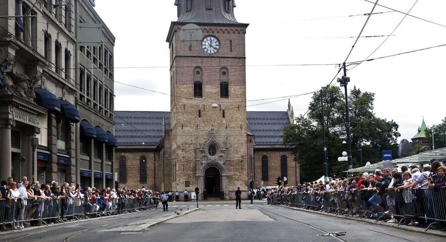 En mand er anholdt af norsk politi bagved Oslo Domkirka, da han for kort tid siden affyrede skud i en gågade i Norges hovedstad. Der er indtil videre ikke meldinger om tilskadekomne, men politiet fortæller, at de er ved at efterforske sagen. Arkivfoto.